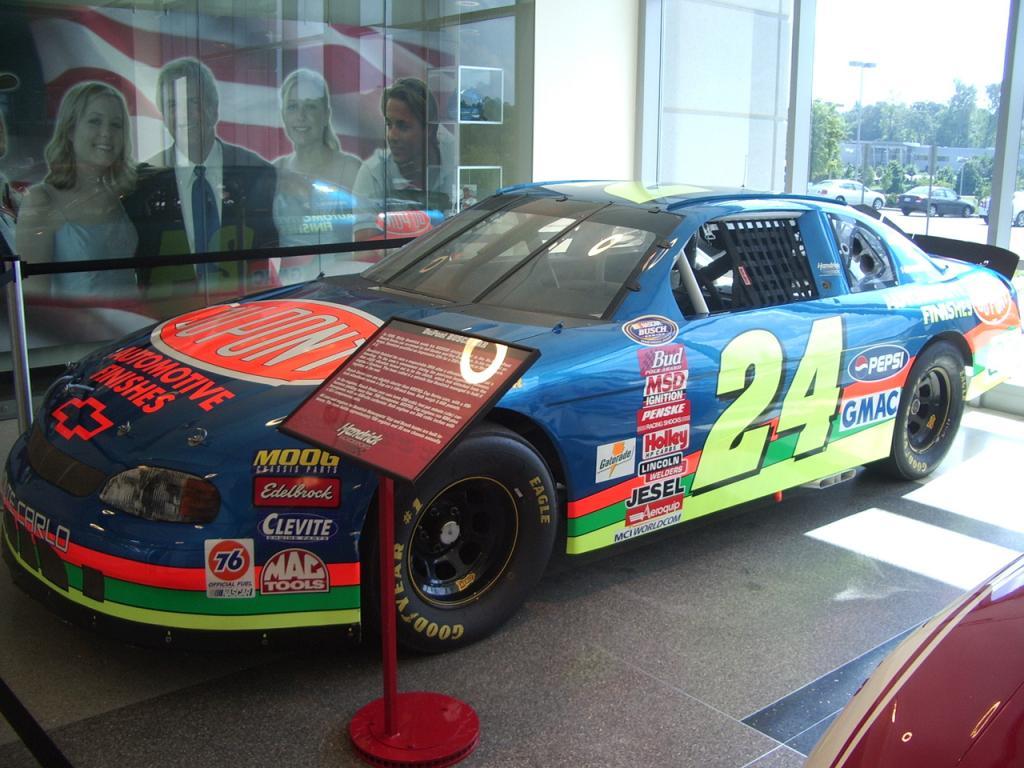 In 1999 Gordon And Crew Chief Ray Evernhams Busch Series Team Evernham Motorsports Fielded The 24 Pepsi Car For Ricky Hendrick